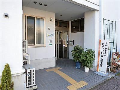 入口は安心のオートロックとなっております。