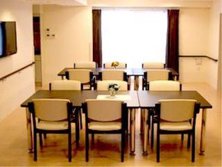 食堂にはテレビも配置しています。楽しい会話を交わしながら、食生活をお楽しみください。