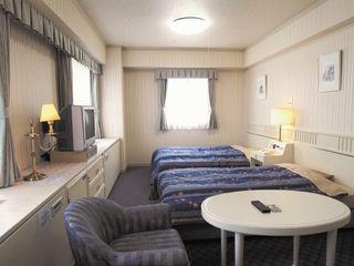 お部屋は自立の方向けの一般型居室と、介護ケアを必要とされる方向けの介護居室を設け、それぞれのライフスタイルに合わせた必要なユーティリティをしっかりと完備している当ホーム。各お部屋はシティホテルのような上質な空間デザインを採用し、アーバンライフを存分にお楽しみいただけます。お部屋は全室完全個室ですので、プライバシーもしっかりと守れます。ナースコール付きですので、万が一の緊急時も安心。