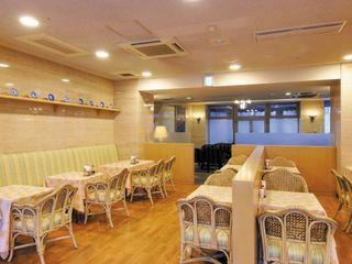 レストラン ロビー横には開放的な雰囲気のレストランコーナーがあり、ヘルシーかつ美味しい食事をご提供しています。