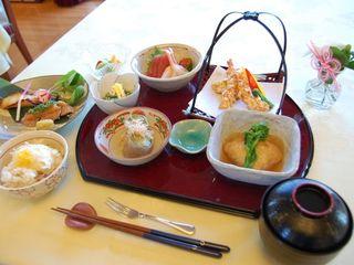 食事 彩りの良い季節感のある料理を提供しています。食べやすさも工夫された、美味しい食事をお楽しみください。