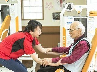 独自のトレーニング方法「SC-Fit」を導入。GT(包括的高齢者運動トレーニング)とチェアリズム(椅子体操、タオル体操)により体力向上を図ります。
