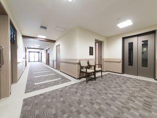 館内の移動にはエレベーターをご利用いただけます。歩行に不安のある方や、車椅子ご利用の方も安全に移動していただけます。