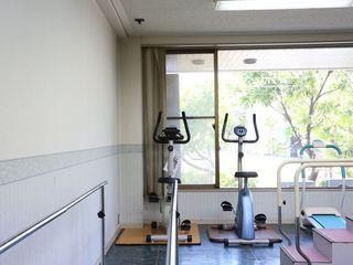 トレーニングルーム 館内には、種類の異なる機能訓練機器を備えたトレーニングルームを設けております。自由にご利用いただき、健康的にお過ごしいただけます。