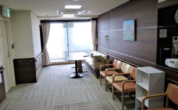 各階に談話室が、ゆっくりおくつろぎしていただけます。