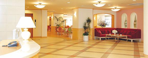 ゆったりとくつろいだ雰囲気のエントランスホール。