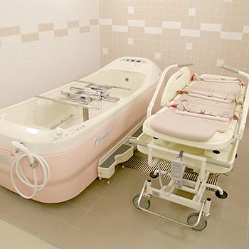 介護が必要な方も入浴していただける最新の介護浴室を完備。