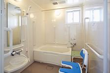 温泉の大浴場のほかに、おひとりでご入浴いただける個別浴室をご用意しました。