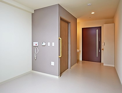 各居室にはトイレ、エアコン、ナースコールを完備しております。