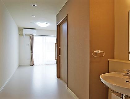 居室。トイレ、エアコン、ナースコールを完備しております。