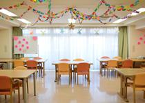 1Fの食堂で、自慢の食事をお召し上がり下さい。定期的に開催されるレクリエーションなどのイベントもこちらでお楽しみいただけます!