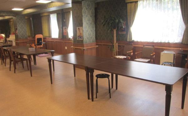 食堂は豪華絢爛な雰囲気があり、また調理場もありますので、贅沢な気分でお食事を召し上がっていただけます