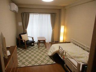 12畳のお部屋では、おひとりだけのプライベート空間を確保していただけます。ゆったりとお過ごしいただけるのが魅力です。