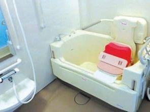 介護が必要な方も入浴していただけるリフト付きの介護浴室を完備。