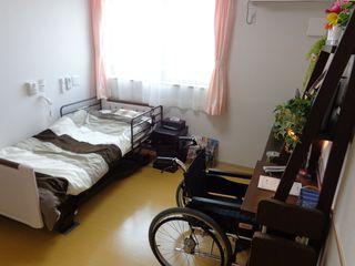 緊急通報システム、洗面、トイレが標準装備。お風呂やキッチンの付いたお部屋もございます。