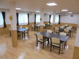1階には広々とした食堂を完備。食事や季節毎のレクリエーションなど楽しい時間を過ごしていただけます。