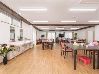 施設内で調理される作りたてのお食事は、こちらの食堂内で他の入居者様とともにお召し上がりいただきます