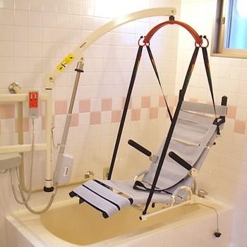 介護が必要な方も入浴していただけるリフト付きの介護浴室を完備しております。車椅子の方や、浴槽への出入りに不安を感じている方もご利用していただけます。
