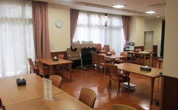 館内手作りのおいしいお食事を皆さまで召し上がっていただける、シックなインテリアの食堂です。