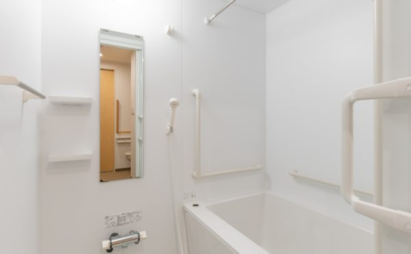 浴室乾燥機付のユニットバスを全部屋にご用意しております。